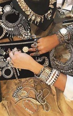 150 Boho-Style Fashion Looks Boho Gypsy, Bohemian Mode, Bohemian Style Jewelry, Bohemian Jewelry, Fashion Accessories, Fashion Jewelry, Women Jewelry, Fashion Necklace, Moda Boho