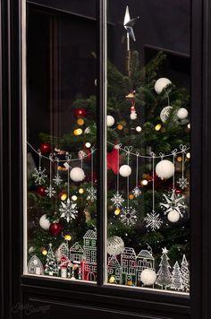 Christmas Window Display, Christmas Window Decorations, Christmas Windows, Christmas Mood, Christmas Crafts, Christmas Jesus, Modern Christmas, Christmas Chalkboard, Theme Noel