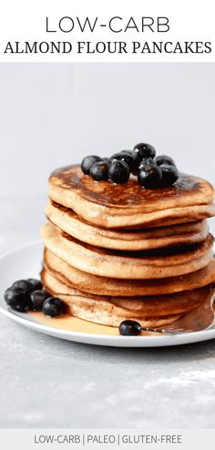 Low-carb Almond Flour Pancakes (Paleo & Delicious) These easy Low-carb Almond Flour Pancakes are great breakfast alternative to the traditional ones. They're delicious and easy to make and you will quickly whip them up in the blender and cook. Almond Flour Pancakes, Low Carb Pancakes, Gluten Free Pancakes, Low Carb Breakfast, Breakfast Recipes, Dessert Recipes, Breakfast Ideas, Protein Pancakes, Banana Pancakes