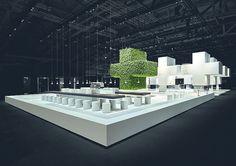 Die Kommunikationsplattform (vorn im Bild) besteht aus der großen Bar, dem grünen Plus sowie einem Informations- und Loungebereich