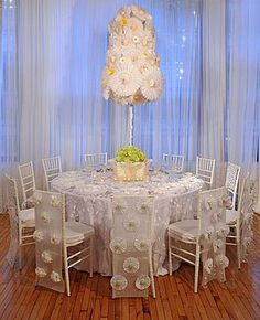 DIY: Paper Wedding Table Settings – The little thins – Event planning, Personal celebration, Hosting occasions Reception Table, Reception Decorations, Event Decor, Table Decorations, Paper Centerpieces, Party Tables, Diy Pinwheel, Preston Bailey, Wedding Linens