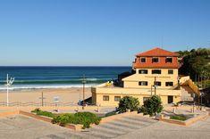 Pousada de Juventude de Areia Branca #areiabranca #beach #youthhostels #wheretostay #portugal Portugal, Mansions, House Styles, Beach, Home Decor, Youth, Decoration Home, Manor Houses, The Beach