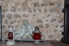 Rénovation mur en silex et marne avec un traitement exclusivement à la chaux Isolation, Garages, Painting, Attic Spaces, Brick, Traditional Interior, Whitewash, Wall, Painting Art