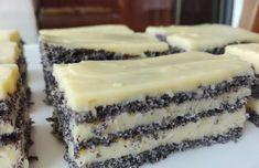 Vyzkoušejte si doma připravit tento jednoduchý, rychlý a dokonale chutný makový dort sjemným vanilkovým krémem, který se vám bude rozplývat vústech. Jedná se totiž o opravdu výtečnou pochoutku, a navíc ji budete mít hotovou za chvilku a nemusíte tak trávit půl dne zavření vkuchyni při přípravě různých sladkých složitostí.