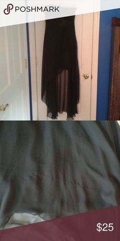 Jessica McClintock high low gown size 2 Stunning black gown is in all over excellent condition apart from a few snags in the back tusch area and right front overskirt just beneath bodice ( see pictures). Empire style top with a stretchy pencil skirt underneath (length center front neckline to hem 26.5 inches) and a high low chiffon skirt on top ( lenghth center back neckline to hem 45.5 inches, waist 25 inches. Bodice is lined and has boning for perfect fit. Shell 49% polyester,  44% nylon…