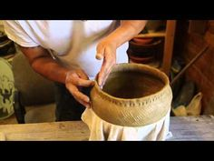 Cherokee Pottery with Joel Queen - Joel Queen, master Cherokee potter, shows how to make a traditional Qualla Boundary Cherokee cooking pot; hand-built and barrel fired. Ceramic Techniques, Pottery Techniques, Clay Cup, Clay Pots, Native American Pottery, Native American Art, Ceramic Tools, Ceramic Art, Pottery Videos