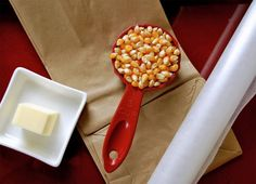 Hacer palomitas de maíz en el microondas con una bolsa de papel (pineado por @OrgulloWine)