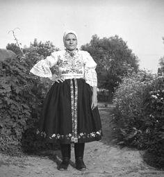 Záznamy Folk Costume, Costumes, European Countries, Bratislava, Czech Republic, Lace Skirt, Goth, Culture, Embroidery