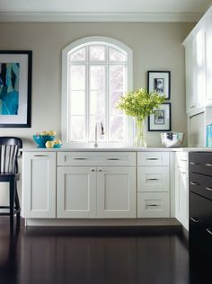 Fayette PureStyle White kitchen by Thomasville Cabinetry.