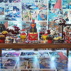 Festa Super Heróis mega bacana, adorei o painel e o piso forrado de histórias em quadrinho! Por @liviamartinsfestas  #kikidsparty