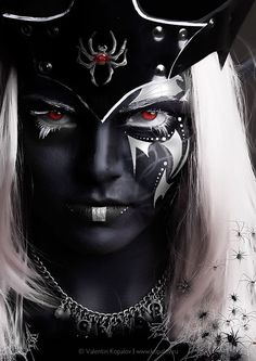 degeneratelowlife:    Drow priestess of Lolth..Direfallen clan
