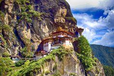 Bhutan Rundreisen - Jetzt Urlaub buchen! |Tai Pan Bhutan, Sustainable Tourism, Sustainable Development, Important Dates, New York Times, Yorkie, Adventure Travel, Sustainability, Culture