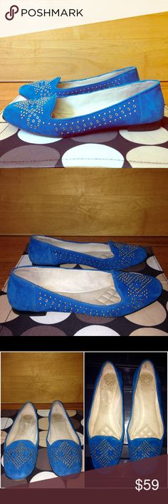 "VINCE CAMUTO Blue Suede LONOVAN Flats $110 EUC 8.5 VINCE CAMUTO Teal Blue Suede ""Lonovan"" Embllshd Flats $110 EUC Women's US Size 8.5 •DETAILS: *Soft Leather in a Vibrant Shade of Teal Blue!  *Silver & Gold Embellishments! *True to Size. *Minor defect on Rt insole below logo. SEE 3rd Set of Pics. *Overall, in GREAT Shape! *Retail Price: $110 •MEASUREMENTS:  Insole Length- 10""  ; Outsole Width- 3.25""; Heel Height- approx. 0.5"" •MATERIAL: Genuine Suede Upper; Genuine Leather Insole; Man-Made…"
