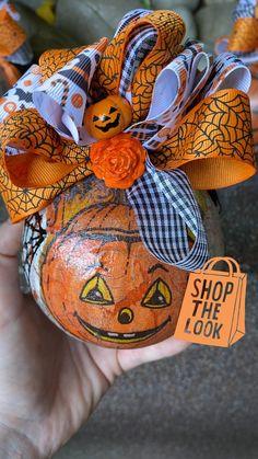 Spooky Trees, Spooky Halloween Decorations, Spooky Decor, Halloween Ornaments, Halloween Pumpkins, Halloween Jack, Halloween Signs, Pumpkin Ornament, Artificial Flower Arrangements