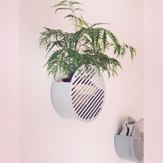 Small and decorative storage basket suitable for entrance halls, bathrooms or bedrooms or where ever such storage is needed. Looks equally brilliant empty or filled-up. Wall Basket Storage, Baskets On Wall, Geometric Form, Decorative Storage, Scandinavian Interior, Elle Decor, Pink Grey, Storage Spaces, Entrance Halls