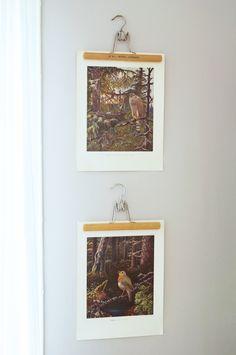 Byxgalgar som affischupphängning. Matilda Gustafsson för Monthly Makers februari, tema återbruk.