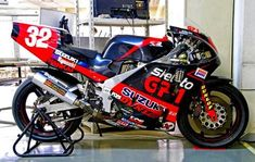 Suzuki Bikes, Suzuki Motorcycle, Suzuki Gsx, Motorcycle Design, Course Moto, Yamaha Motorbikes, Cafe Racing, Racing Motorcycles, Sport Bikes
