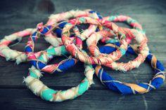 Maak je eigen stoffen #ibiza-#armbanden gemakkelijk zelf. #diy #armband #bohostijl #armcandy #armband #bracelet
