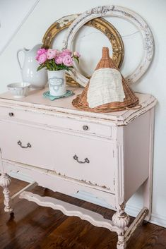 shabby chic decor furniture with vintage frames