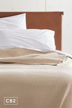 We love the subtle texture this blanket adds to any bed. Durable, quality weight works year-round, in a soft camel shade that's a versatile design choice. Bedroom Bed, Bedroom Furniture, Subtle Textures, Cotton Blankets, Eclectic Style, Modern Bedroom, Camel, Organic Cotton, Upholstery