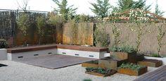 Jardín en madera y acero corten en Ciudad de la Imagen, Pozuelo de Alarcón (Madrid) realizado por Irati Paisajismo http://www.jardindeplantas.com/portada/2015-02-23