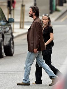 50 Latest Photos of Keanu Reeves . Keanu Reeves Family, Keanu Reeves News, Keanu Reeves House, Keanu Reeves Quotes, Keanu Charles Reeves, Actors Images, New Girlfriend, Cinema Movies, Hollywood Actor