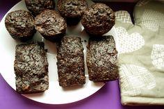 mini checuri cu ciocolata Cookies, Desserts, Food, Crack Crackers, Tailgate Desserts, Deserts, Eten, Cookie Recipes, Postres