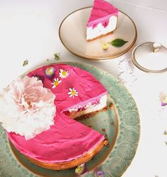 DIY Rezept: Käsekuchen mit Himbeersahne backen // DIY recipe: cheesecake with raspberry cream via DaWanda.com