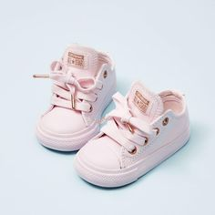 Baby outfits toddlers kids fashion ideas for 2019 Cute Baby Shoes, Baby Girl Shoes, Cute Baby Clothes, My Baby Girl, Girls Shoes, Baby Girl Converse, Shoes For Babies, Pink Shoes, Pink Sneakers