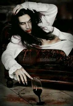 Dee: The first husband of the Vampire Matriarch was drunk from whatever was in… Male Vampire, Vampire Love, Gothic Vampire, Vampire Art, Vampire Images, Vampire Pictures, Vampire Queen, Dracula, Anita Blake