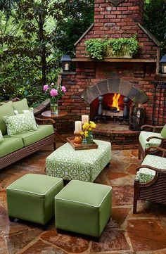 17 Amazing Outdoor Fireplace Ideas to Make S'mores with Your Family Dress up your backyard patio with some gorgeous outdoor fireplace design ideas pictures that can be enjoyed for relaxing and entertaining throughout most of the season. Outdoor Rooms, Outdoor Gardens, Outdoor Decor, Outdoor Living Patios, Outdoor Bars, Backyard Patio Designs, Backyard Landscaping, Patio Ideas, Landscaping Ideas