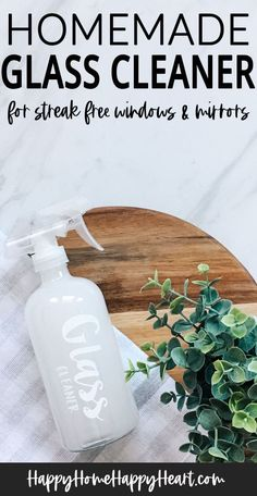 Looking for an all natural DIY glass cleaner? Check out this super simple homemade glass cleaner recipe. This diy window cleaner is natural and takes less then 5 minutes to make! Diy Window Cleaner, Diy Bathroom Cleaner, Mirror Cleaner, Window Cleaner Streak Free, Window Cleaner Recipes, Shower Cleaner, Natural Cleaning Recipes, Homemade Cleaning Products, Natural Cleaning Products