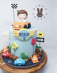 Fondant Cakes Kids, Cupcake Cakes, Cupcakes, Farm Birthday Cakes, Baby First Birthday Cake, Cars Cake Design, Car Cakes For Boys, Little Boy Cakes, Cake Designs For Kids