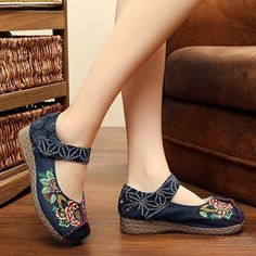 1088dd9788a Peony Embroidered Old Peking Hook Loop Flat Shoes Loafers Online