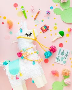 How to Throw the Perfect Unicorn Party Unicorns are the thing right now for birthday parties. Create your own magical unicorn party for an age with DIY decoration and food ideas. Diy Party Dekoration, Fiestas Party, Llama Birthday, Silvester Party, Deco Design, 1st Birthday Parties, Theme Parties, Unicorn Party, Happy Day