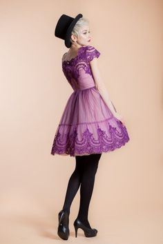 This dress uses a mix of grape syrup, pink powdered sugar, jelly tulle and two teaspoons of embroidery for a fancy dessert. Dress And Heels, I Dress, Fancy Desserts, Cupcake Frosting, Costume, Dream Dress, Special Occasion Dresses, Frocks, Bridal Dresses