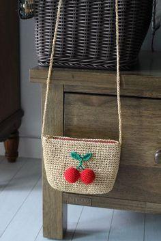 Marvelous Crochet A Shell Stitch Purse Bag Ideas. Wonderful Crochet A Shell Stitch Purse Bag Ideas. Jute Handbags, Crochet Handbags, Crochet Purses, Handmade Bags, Handmade Crafts, Purse Patterns, Crochet Patterns, Crochet Wallet, Bag Crochet