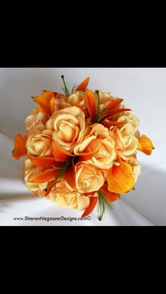 This idea is so beautiful. Light orange roses with bright orange tiger lilies! Love this ♡♡♡