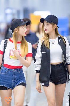 Mei Qi and Xuan Yi