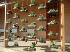 NapadyNavody.sk | 15 skvelých nápadov, ako z plastových fliaš vyrobiť lacné kvetináče do záhrady