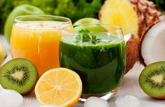 Trying to give your body a break from hard-to-process foods this month? These juices and smoothies will help you get the essential nutrients you need—all without detox-hindering ingredients like refined sugar, dairy and starches. Healthy Juice Recipes, Smoothie Recipes, Diet Recipes, Diet Snacks, Health Snacks, Superfood, Coconut Detox, Dietas Detox, Detox Juices