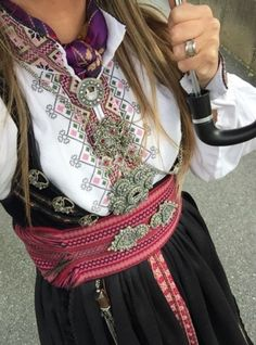 Beltestakk Instagram ukjent Folk Costume, Costumes, Russian Fashion, Female Portrait, World Cultures, Traditional Dresses, Norway, Bridal Dresses, Womens Fashion