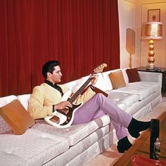 March Elvis Presley chillin' on electric bass inside Graceland. –photo The Commercial Appeal. Elvis Presley House, Elvis Presley Movies, Rock N Roll Music, Rock And Roll, Music Tv, Music Stuff, Hollywood Celebrities, In Hollywood, Graceland Mansion