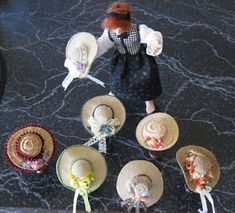 Casey tells how to make several styles of miniature hats. These are dollhouse scale, but could be made a bit larger also. Be sure to scroll all the way down for the tutorials. Dollhouse Dolls, Miniature Dolls, Dollhouse Miniatures, Miniature Tutorials, Barbie Patterns, Doll Clothes Patterns, Dollhouse Accessories, Doll Accessories, Clothespin Dolls