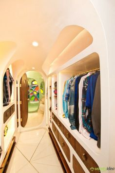 Powerful Organic House Interior For Walk In Closet Design Decorated With Unique Wall Shelving Furniture Combined With Wooden Material For Home Inspiration Mumbai, Taj Mahal, Dressing Room Closet, Dressing Area, Walk In Closet Design, Wardrobe Design, Apartment Interior Design, White Rooms, Houses
