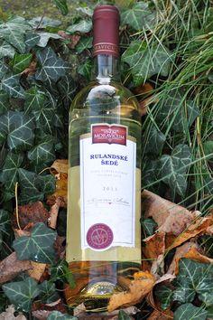 Bílé víno - Rulandské šedé Pozdní sběr - Vinum Moravicum a.s. Whiskey Bottle, Drinks, Drinking, Beverages, Drink, Beverage