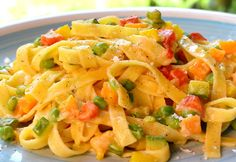 WW Vegetable Tagliatelle - Dish and Recipe- Tagliatelles Aux Légumes WW – Plat et Recette WW vegetable tagliatelle, recipe for a good pasta dish topped with a creamy spring vegetable sauce, easy to make for a light meal - Weight Watchers Pasta, Plats Weight Watchers, Vegetable Pasta, Vegetable Recipes, Chicken Recipes, Best Pasta Dishes, Best Dishes, Light Recipes, Healthy Dinner Recipes