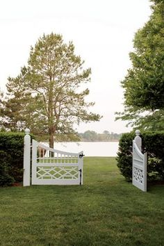 What You Can Do To Improve Your Landscaping using Garden Arbor Everyone that owns a home wants to take pride in it. Up House, Cozy House, Types Of Fences, Wrought Iron Fences, Porche, Fence Gate, Fencing, Driveway Gate, Entrance Gates