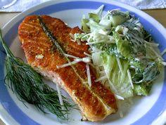 Lohimedaljongit ja Caesar-salaatti