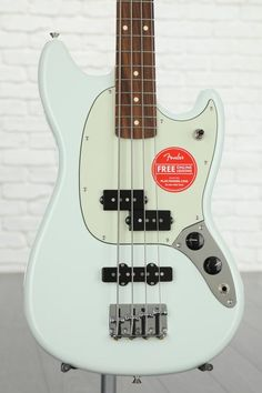 4-string Electric Bass with Alder Body, Maple Neck, Pau Ferro Fingerboard, and 2 Single-coil Pickups - Sonic Blue